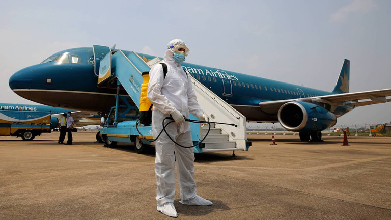 Ca nhiễm Covid-19 thứ 45 là tiếp viên Vietnam Airlines, Hà Nội có nguồn lây mới