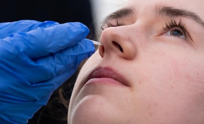 Phát hiện hai triệu chứng sớm của Covid-19
