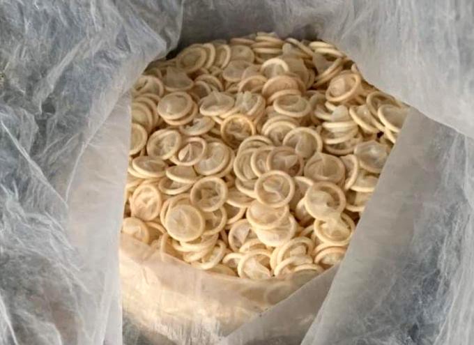Nguy hại khi dùng bao cao su tái chế