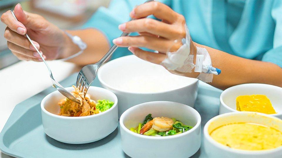 eDoctor - Phụ nữ mổ u xơ tử cung nên ăn gì để phục hồi tốt nhất?