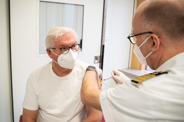 eDoctor - Bản tin sức khỏe 05/04/2021 - Ai dễ bị đông máu sau tiêm vắc xin AstraZeneca?